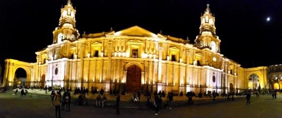 Gesamtschule Petershagen_Abenteuer Peru_Arequipa bei Nacht_Juli 2019