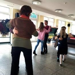 Gesamtschule Petersahgen_Service Learning_Tanzprogramm im Jedermann´s Café_2