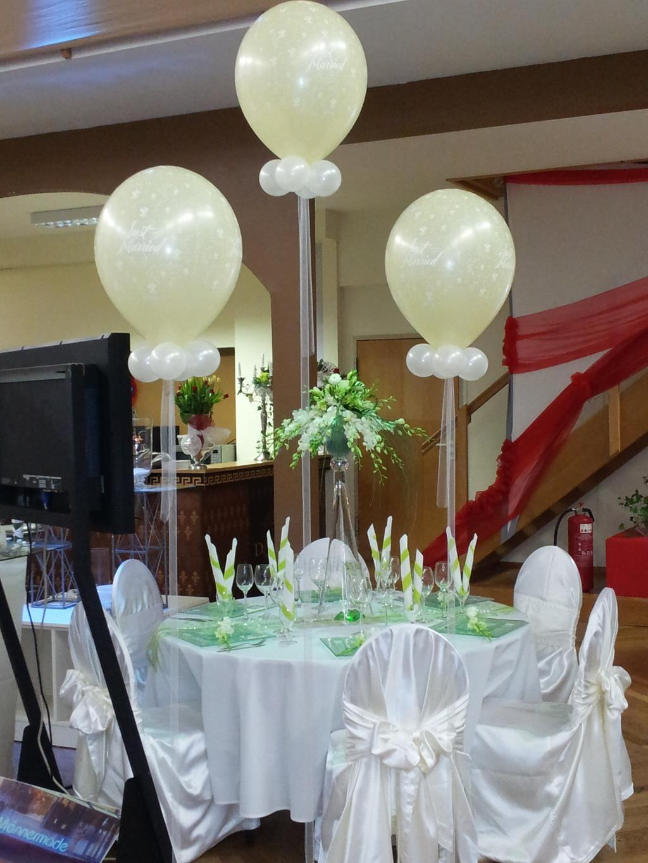Dekorationen mit Luftballons zur Erffnung Ballondeko zur Hochzeit