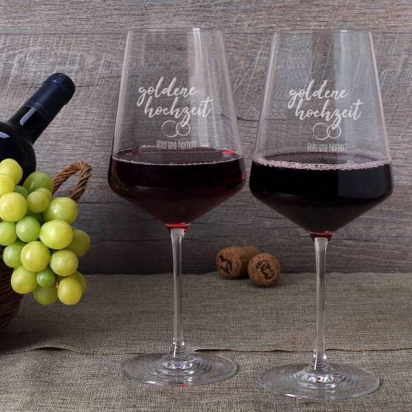 Goldhochzeit mit Rotweinglsern feiern