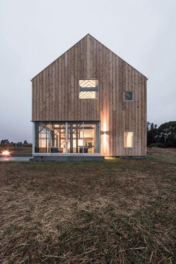 Contemporary Barn House Architecture
