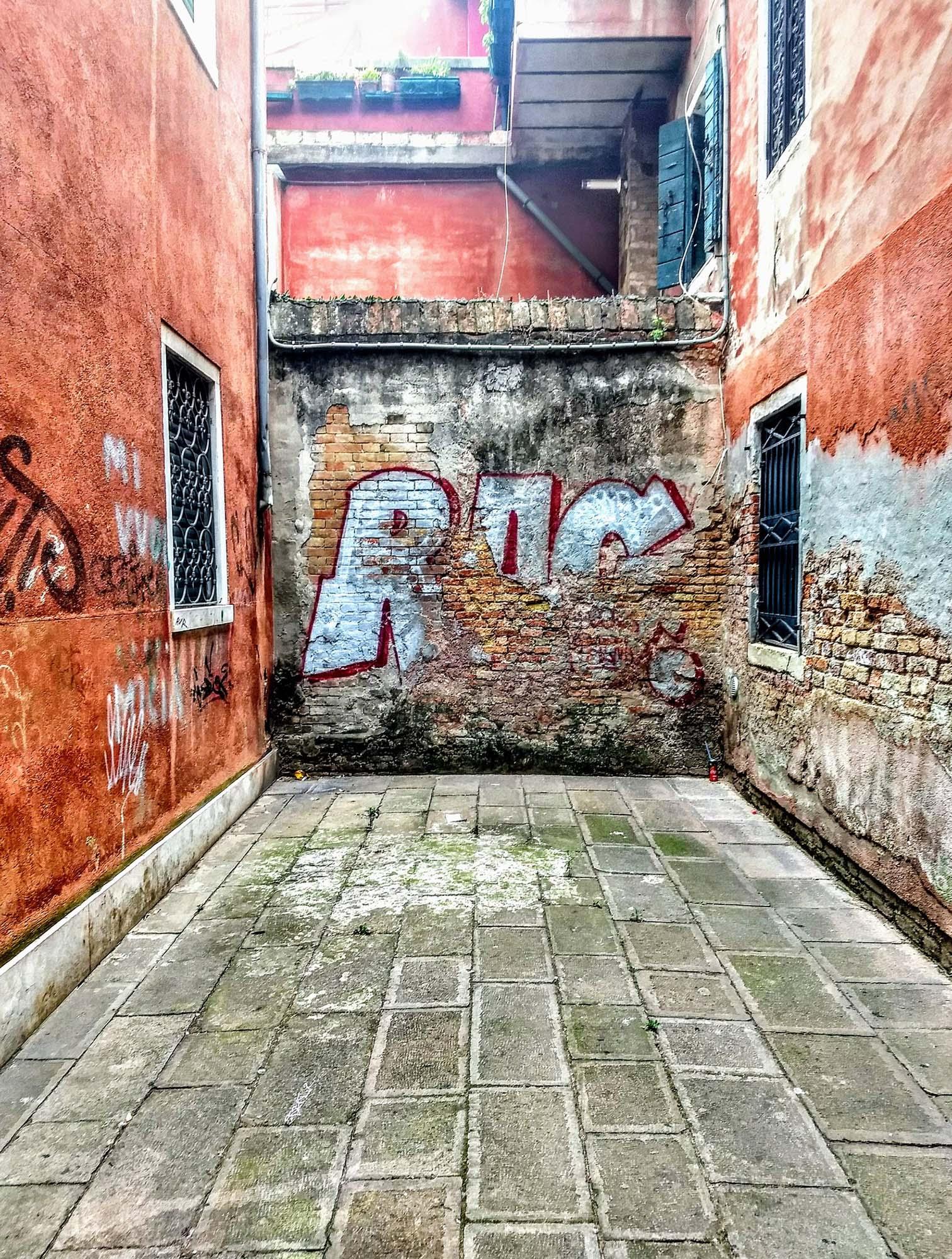 Rag Alley Tag-Portrait