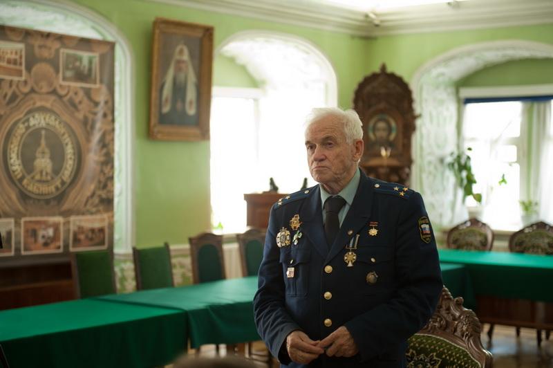 Gagarin, no espaço, nunca disse: «Não vejo  Deus aqui»... falou de sua fé com o coronel Petrov. Gagarin comentou com o coronel Petrov as palavras do Pai Nosso... (4/5)