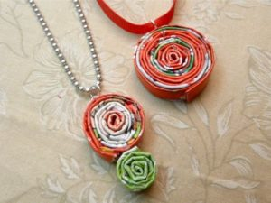 DIY christmas gifts from recycled items magazine pendant