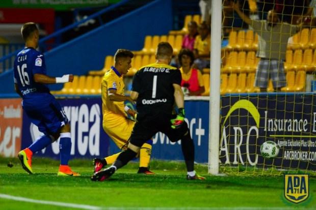 Momento en el que el Alcorcón anota el gol | Foto: AD Alcorcón