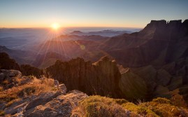 Sunrise over the Drakensberg mountains, Royal Natal, Drakensberg uKhahlamba National Park, South Africa