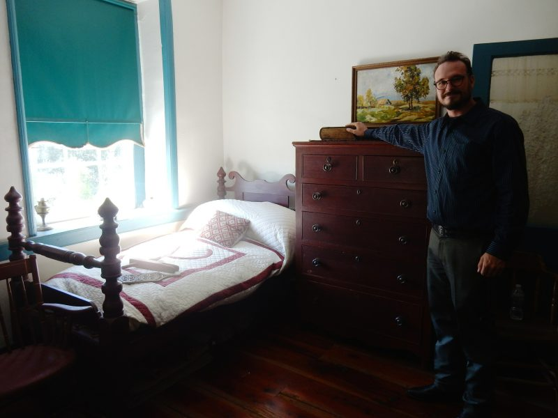bible-in-farmhouse-bedroom-pa-german-cultural-center-kutztown-pa