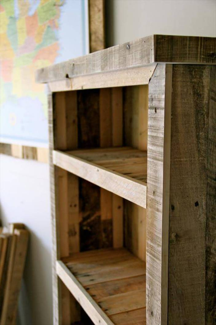 Unbelievable patio furniture made from pallets #diybookshelfpallet #bookshelves #storageideas