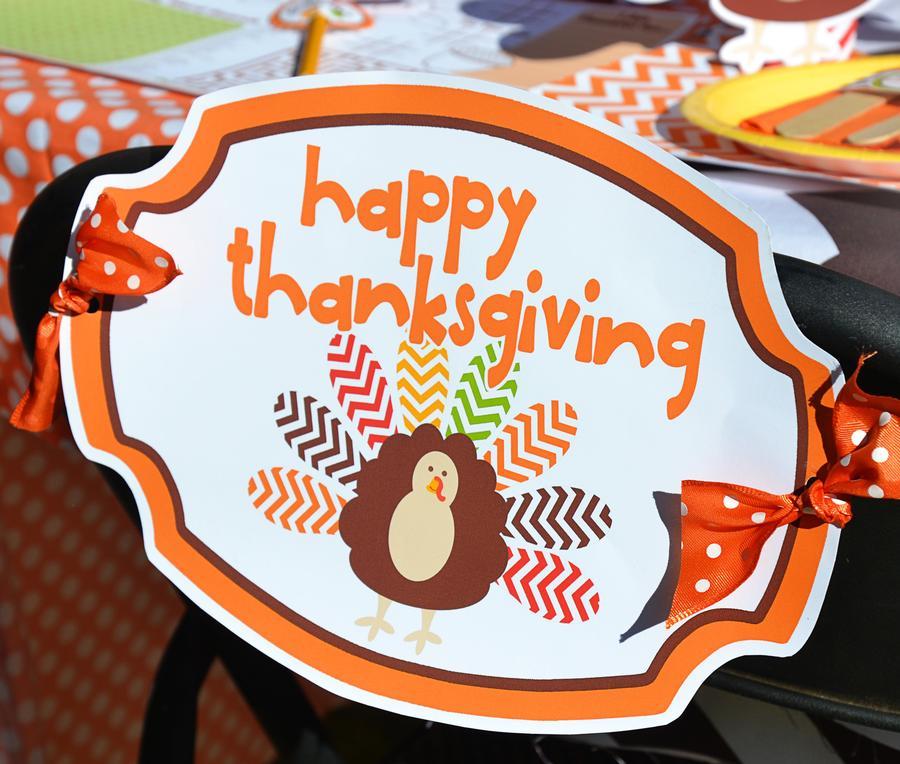 Crafty Chevron Kids Thanksgiving Table Ideas