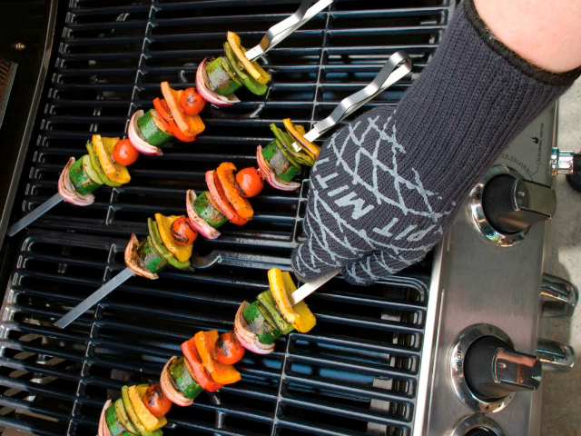 Barbecue Pit Mitt – BBQ with your Bare Hands