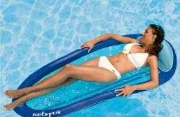 Total Relaxation with the Floating Water Hammock