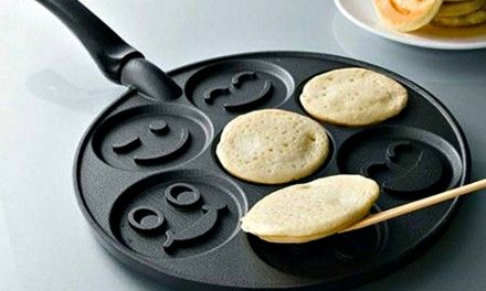 Smiley Face Pancake Pan Brightens up your Breakfast