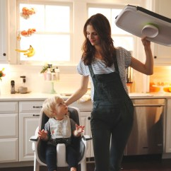 4moms High Chair Office Mesh Uses Magnets To Simplify Parenting