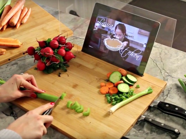 Bamboo Cutting Board for iPad is the Perfect Kitchen Companion