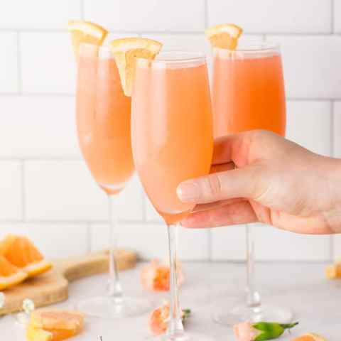 healthy summer cocktail mimosa