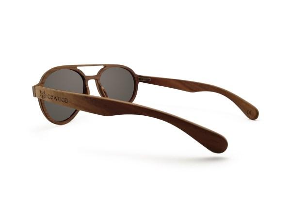 Foto van linkerachterkant van houten zonnebril Wanderer van merk foxwood
