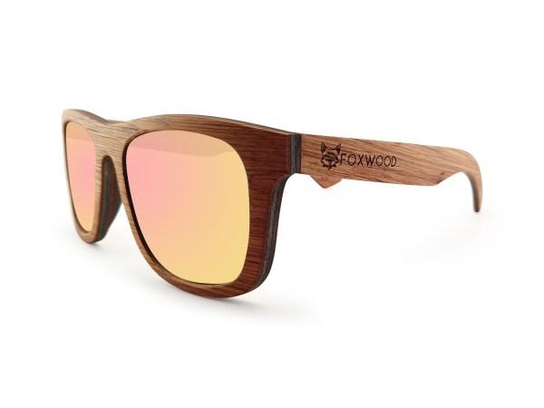Foto van rechtervoorkant van houten zonnebril Explorer van merk foxwood