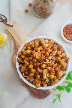 SWEET AND SPICY ROASTED CHICKPEAS AND BEANS