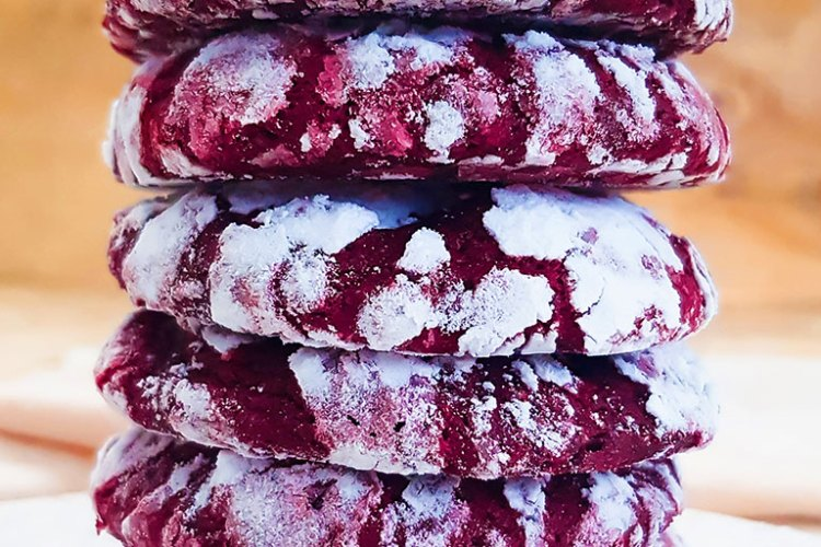 Vegan red velvet crinkle cookies