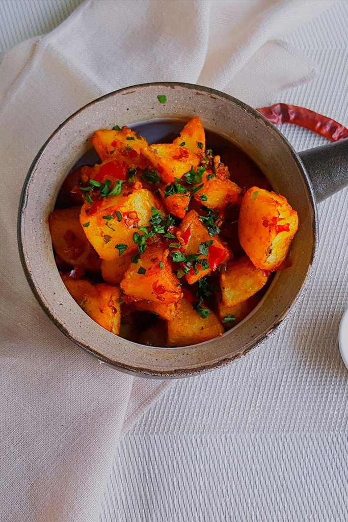 batata harra , spicy potatoes an easy vegan dinner recipe.