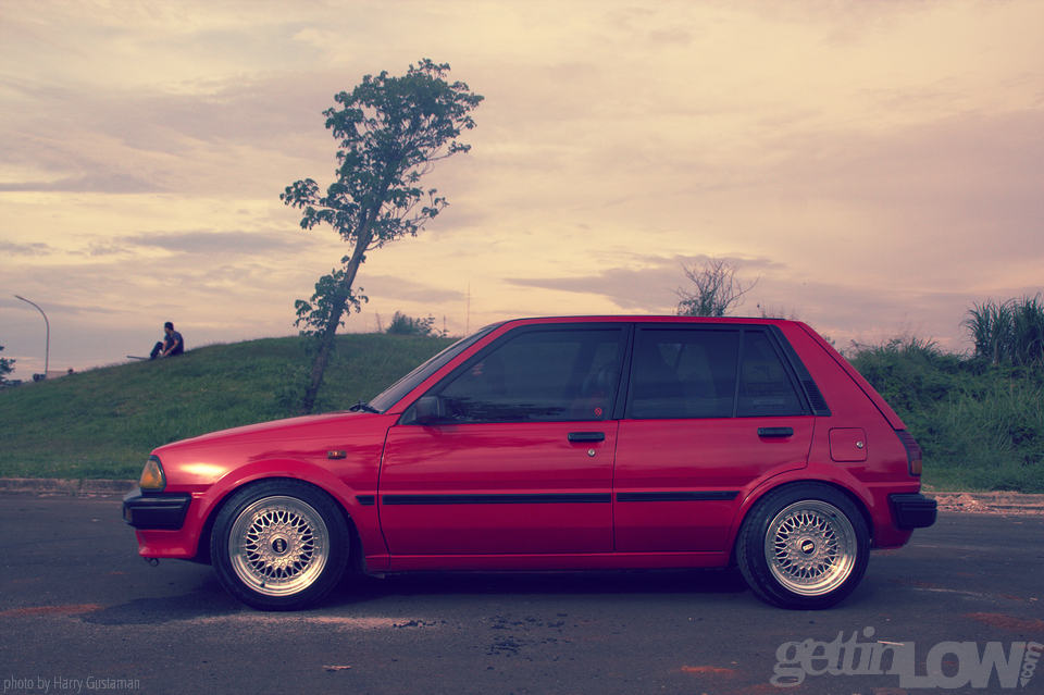red toyota starlet 11