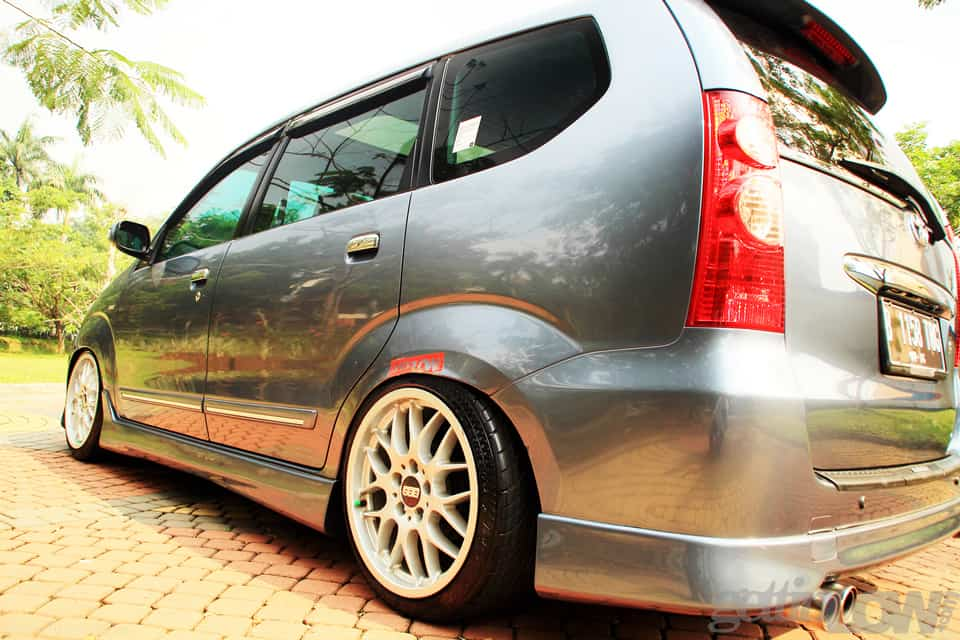 Clean & Low Panji's Toyota Avanza 2011