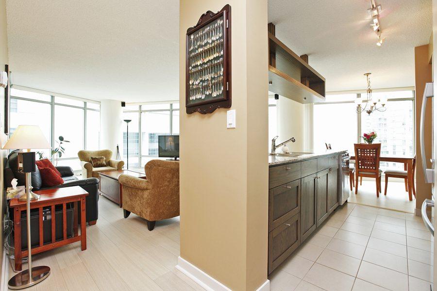 Downtown 2 bedroom den condo the brel team toronto realtors for 2 bedroom condo for sale toronto