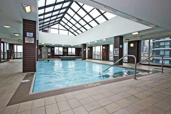 600 Fleet Street Indoor Pool