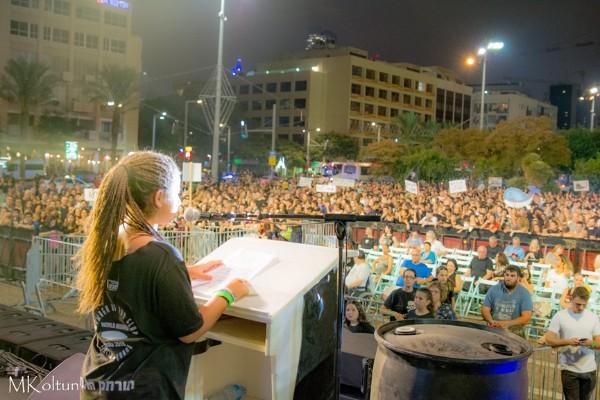 טליה סרוסי – מנהיגת מאבק הצעירים להרחקת אסדת הגז