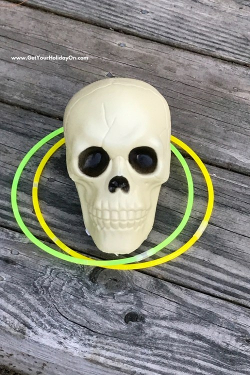 5 Easy & Simple Halloween Games #1 This Glow in the Dark Halloween Skull Party game is simple to make and fun for guests to enjoy! All you need is at least 1 plastic Skull (bought at the Dollar Tree) and glow in the dark necklaces. The cost of this game $2