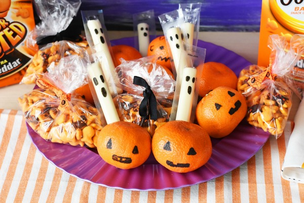 7 Foods to Make Halloween Extra Fun Not so scary Halloween themed snack for school lunches. This would be great for kids for a Halloween themed lunch idea.