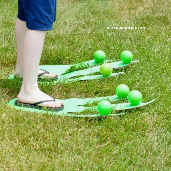 The best part about this Jurassic-Sized Minute To Win It game is you can choose to play it indoor or outdoor. It could be used for a summer party game, at a carnival or festival, at a PTO party, or even played in your backyard! #play #party #DIY #momlife