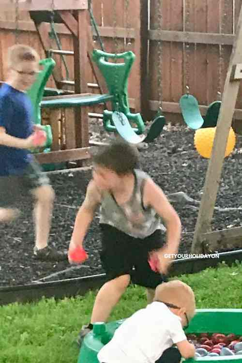 How To Make A Water Balloon Fight Easier #waterballoons #momlife #pool #backyard