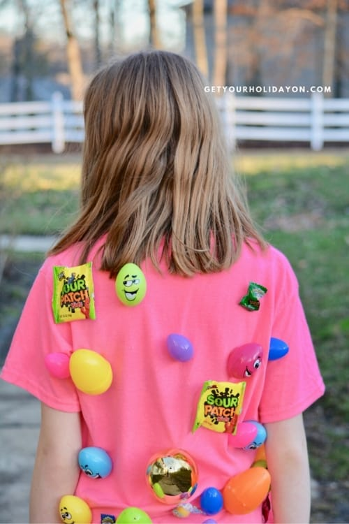 How to Make the Easter Egg Tag Game Fill the eggs with your favorite treats (these treats here are Perfect!) You will want to put a piece of tape on the egg to hold them shut. #EGGS #easter #crafts #minutetowinit