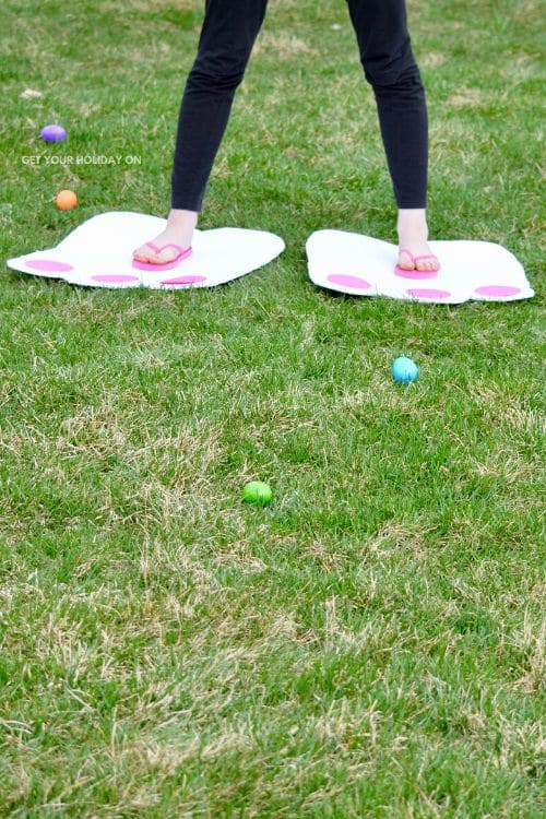 EB Hunt idea for Easter. Get your holiday on with this cool idea for kids of all ages. #spring #kiddos