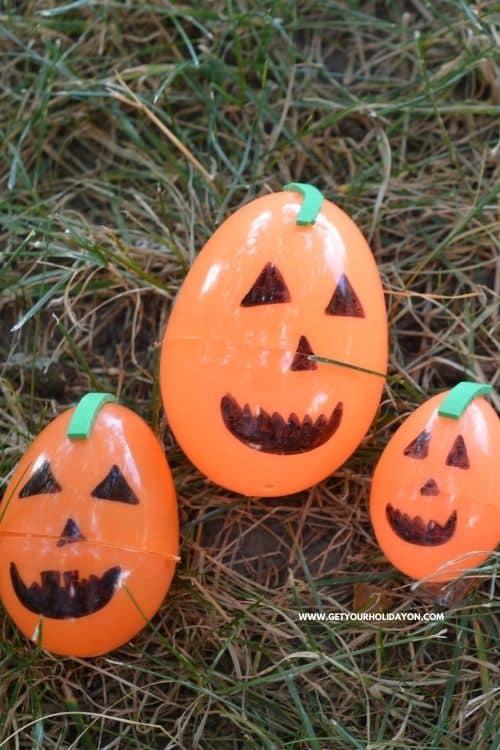 Easy pumpkin craft activity for little kids.