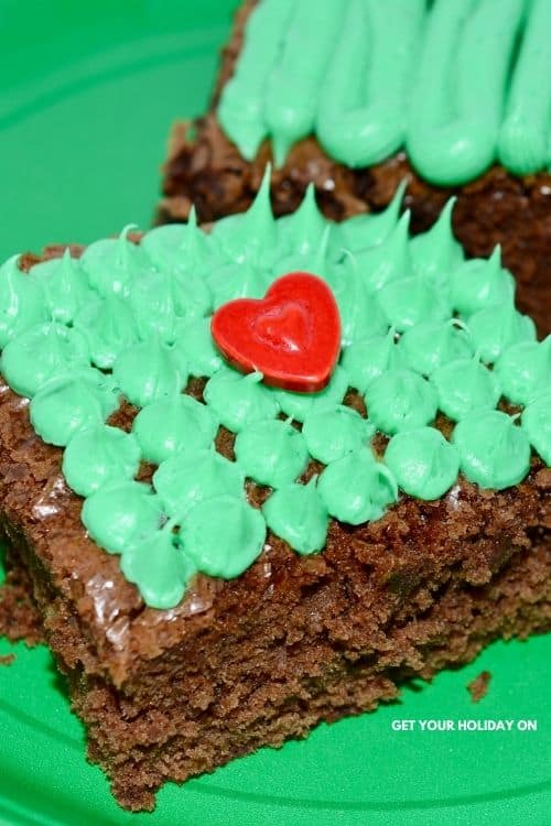 What goes on the brownie to make it look like a grinch brownie.