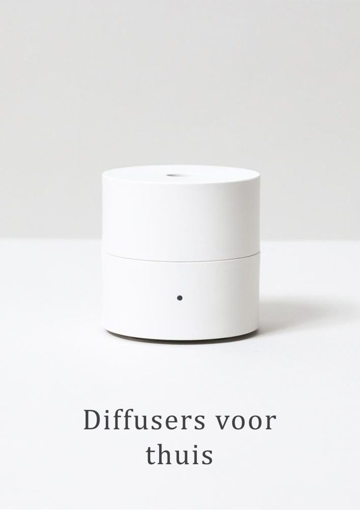 """Fan Diffuser """"KO"""" in de kleur wit. Dit geursysteem voor thuis verspreid op een geruisloze manier de essentiele olie aan de lucht,"""