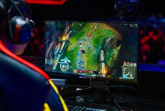 Riot Games Espor Sahnesi'nde Oyuncular Alienware Kullanıyor
