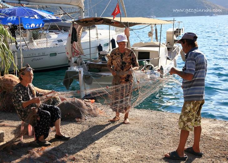 Bozburun'u balıkçılar ağlarını onarıyor - Bozburun, Marmaris