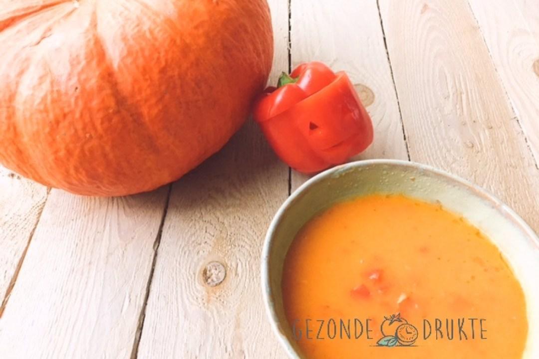 pompoensoep met paprika en spekjes