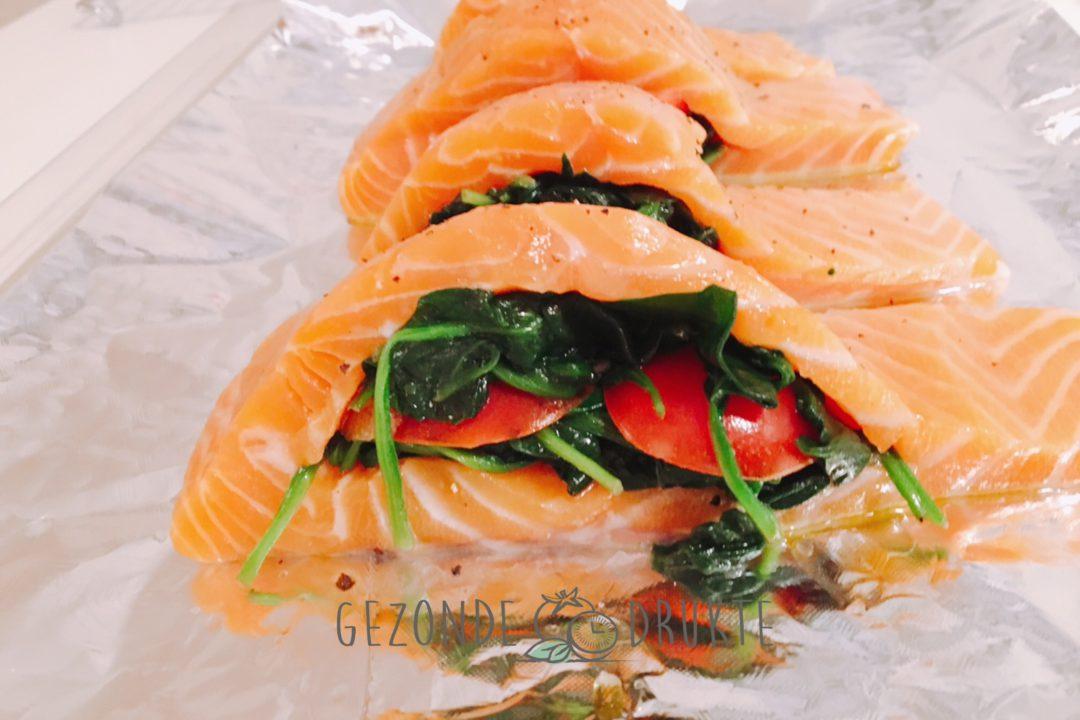 Gevulde zalm met spinazie en tomaat gezonde drukte