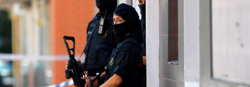 Algerian man armed with knife shouting Allahu Akbar tried to attack police officers inside police station near Barcelona