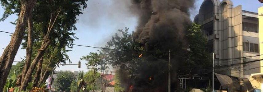 Three ISIS suicide families with children blow themselves up in Indonesia as terror attack death toll reaches 14 people
