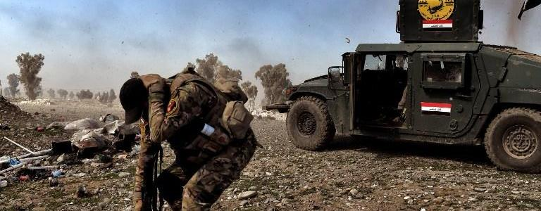 ISIS terrorists burn civilian vehicles in Mosul's al-Shifa