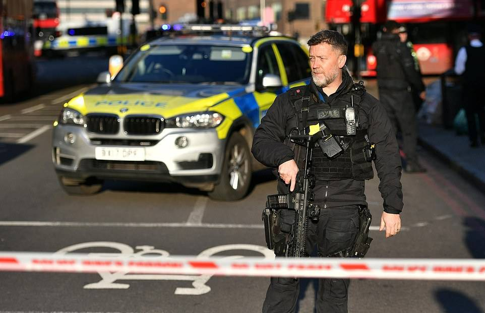 LLL - GFATF - One dead and up to five hurt on London Bridge as armed police shoot knifeman 2