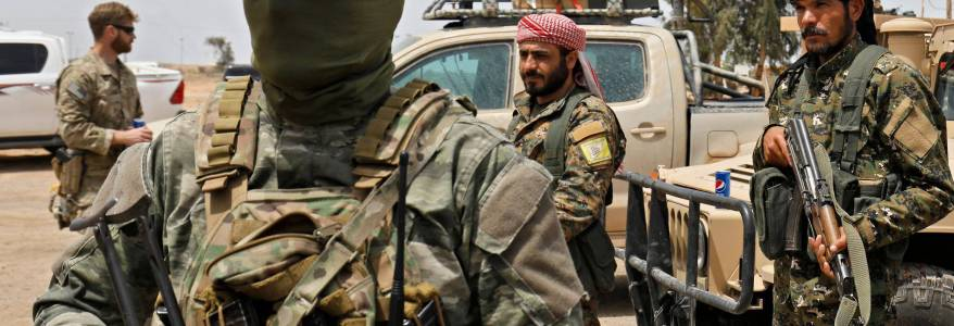 Syrian army forces arrests former Islamic State members in al-Busayrah east of Deir ez-Zor