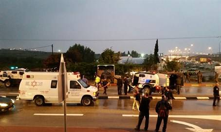 Terrorist tried to conduct a stabbing attack at a bus station in Gush Etzion Junction