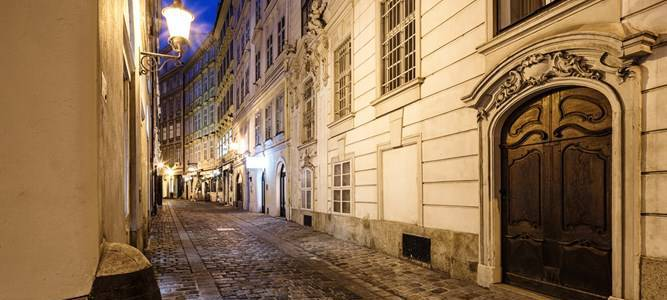 Rabbi attacked at knifepoint by woman assailant in Vienna