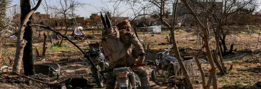 Islamic State terrorist group makes combat in Syrian desert